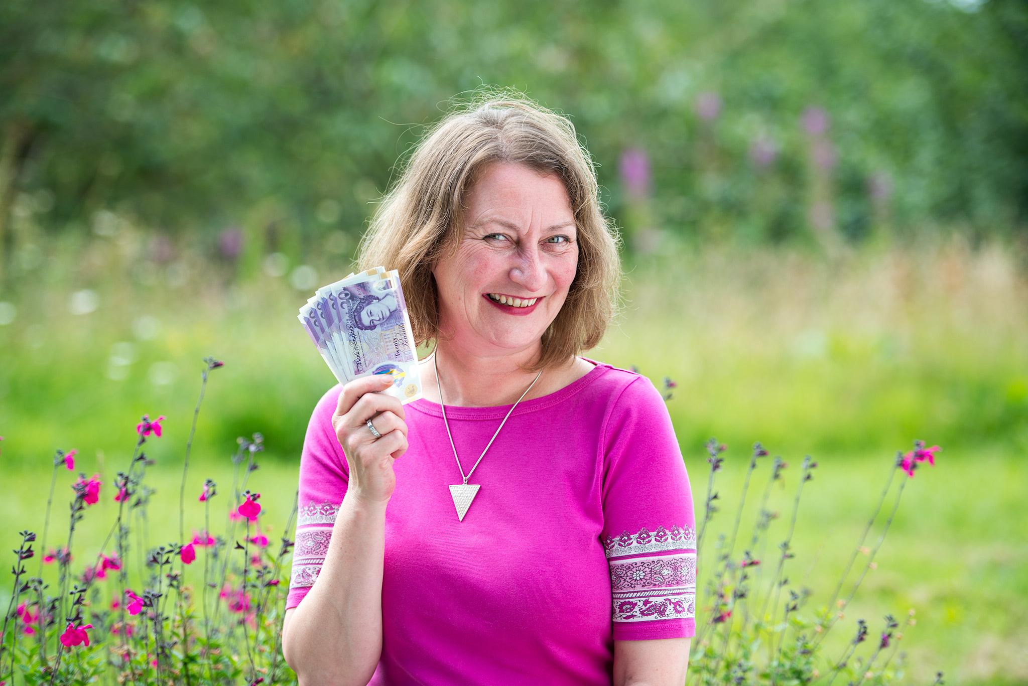 Jenny Bracelin holding money